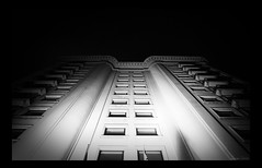 Art Deco (mescal-ine) Tags: windows light bw black art luz branco arquitetura architecture night avenida noir pb preto nb lumiere noite artdeco write paulo deco sao vanishing fachada nuit blanc janelas paulista predio fuga