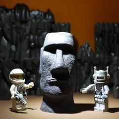 Alien obelisk (R D L) Tags: toys robot model lego spaceman easterislandhead series1 minifigures
