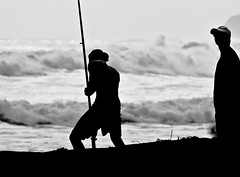 surfcasting (dcysurfer / Dave Young) Tags: ocean newzealand people blackandwhite silhouette fishing waves fishermen contrejour oakura surfcasting ef100400mmf4556lisusm canoneos400d dcysurfer ccby40