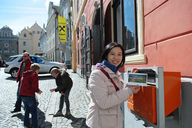 Cesky Krumlov 庫倫諾夫:舊城廣場 Old Town Square,把明信片寄回家囉~