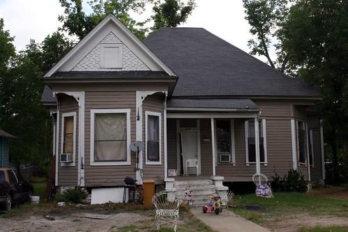 319 east groesbeck avenue