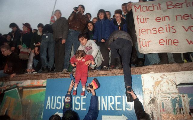 柏林墙倒塌照片19
