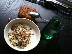 Frukost 25/5 (Atomeyes) Tags: fil mat vatten ost frukost vitamin pumpa msli fralla