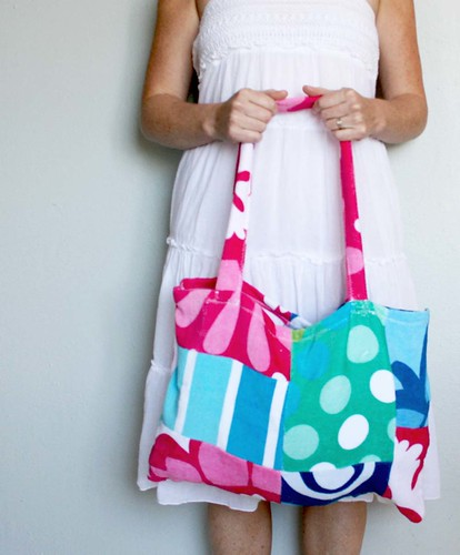 Beach Blanket Experiment: Alisaburke: Beach Towel Tote Tutorial