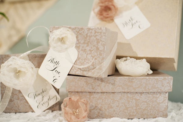 decoupage-boxes-organza-flowers-bridesmaid-gift-ideas-580x386