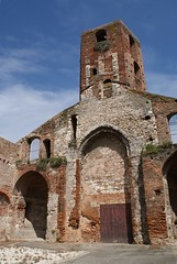 dsc04685es (Michelle Bartsch) Tags: france ruin agen sainthilaire