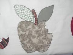 EM breve , vou fazer os riscos (Patchwork Sonia Ascari) Tags: flores bird apple caf feira toalha bolsa cozinha molde maa tubarao passaros riscos patchcolagem feagro braodonortepatchwork