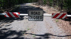 20100508 - camping - GEDC1958 - Road Closed si...