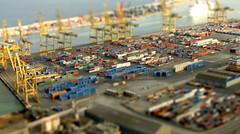 Tilt shift - port (Manel Marqués) Tags: barcelona port puerto crane container catalunya grua cataluña contenedor tiltshift catalogne contenidor miniaturefake