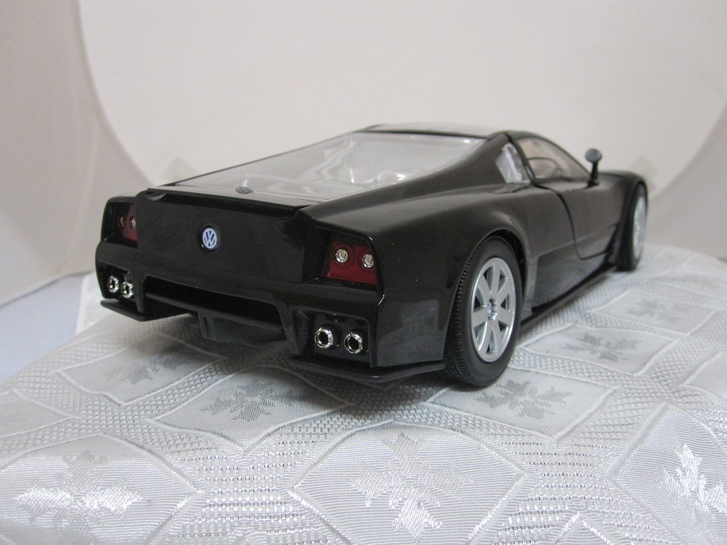 2001 Volkswagen Nardo W12 Show Car rear right 1