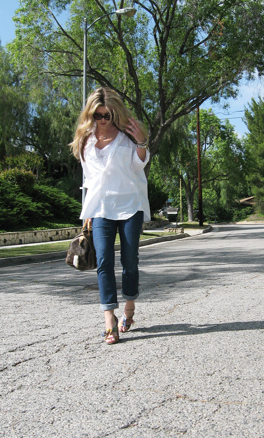 classic white button down+jeans+moschino shoes