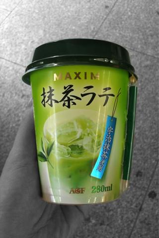 MAXIM抹茶ラテ。飲みごたえあり。