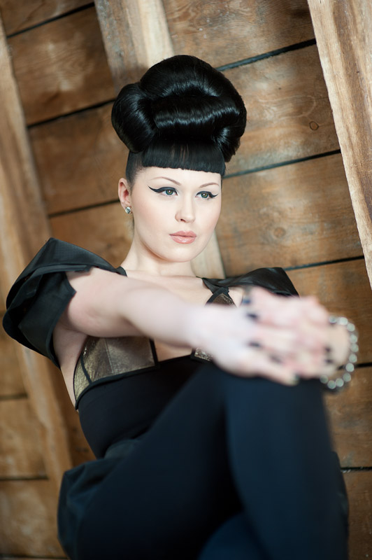 Viktoria Modesta - Upstairs 4
