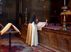 Priest at Surb Gayane Church in Echmiadzin (Frans.Sellies) Tags: world heritage saint st de la site unesco monastery list armenia priest mundial orthodox sites worldheritage gayane armenian humanidad patrimonio armenianapostolic armenien armenie echmiadzin kayane surb   hayastan echmiatsin  ejmiatsin       vagharshapat    gayan p1250648