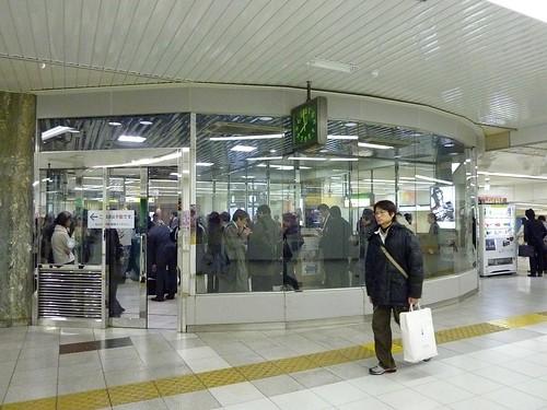 日本。東京車站的環形吸菸室