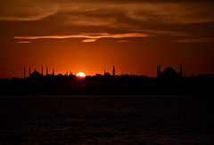 The Edge (ardac) Tags: istanbul historical peninsula tarihî yarımada sunset günbatımı evening akşam sultanahmet blue mosque beyazıt ayasofya hagia sophia sun güneş türkiye turkey