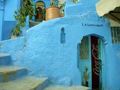 La ville Bleue (lastimaginaire) Tags: maroc marocco chefchaouen bleu blue berbere cocacola