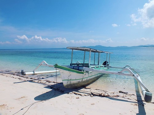 "Gili Nanggu is perhaps my favourite Gili Island on Lombok with A great Coral reef and many varieties of fish for snorkelling 😊🌴✅😘👌  When most of the people hear the name ""Gili"", they think of the 3 fa"