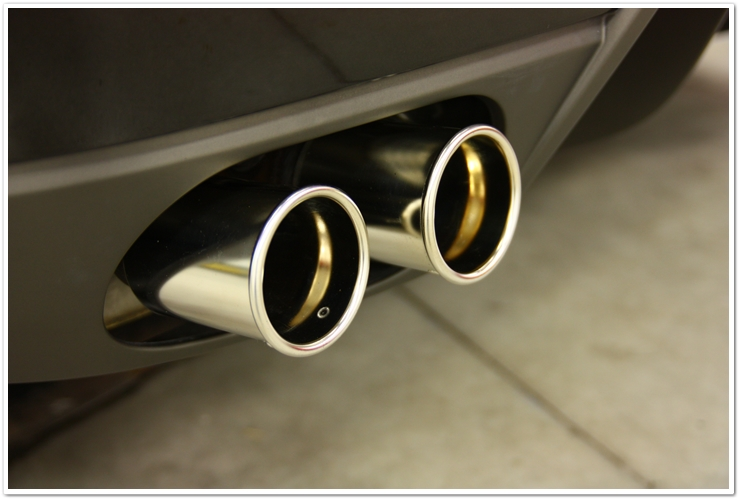 Polishing of Ferrari 599 GTB exhaust with Optimum Metal Polish