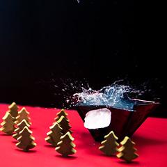 Splash & Fail (dongga BS) Tags: christmas xmas weihnachten advent splash highspeed spritzer 1750mm canoneos50d tamronspaf1750mmf28 frozenmovment