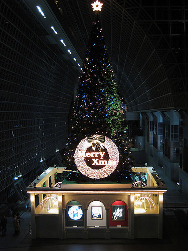 Illuminated Christmas tree at Kyoto Station (1)