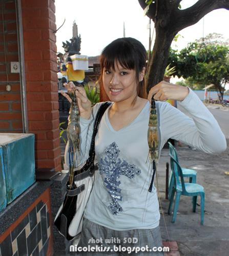 me holding king prawns