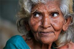 Inde du sud: vieille dame  Madurai (claude gourlay) Tags: portrait india portraits asia femme asie madurai tamilnadu inde southindia colorphotoaward indedusud earthasia portrait