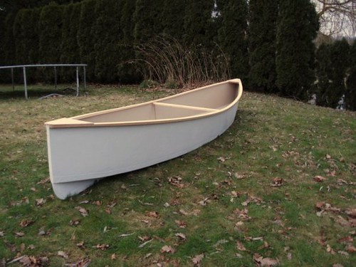 A simple, cheap plywood canoe with some classic features.