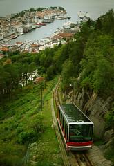 Fløibanen (Vineyards) Tags: norway harbour bergen scandinavia bryggen funicular fløyen cruiseterminal fjellveien skansemyren fløibanen kabelbaan blåmann rødhette vetrlidsalmenning promsgate roofofthetown