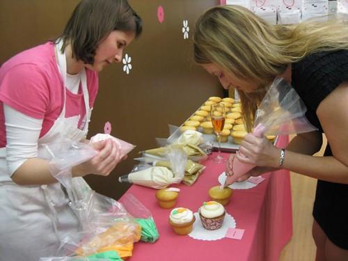 Hello Cupcake Decorating Class 2