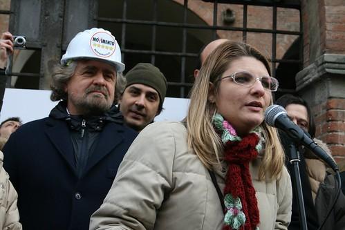 Lintervento di Rosa Di Monda, candidata consigliere della nostra provincia nel listino regionale, sotto lo sguardo di Beppe Grillo