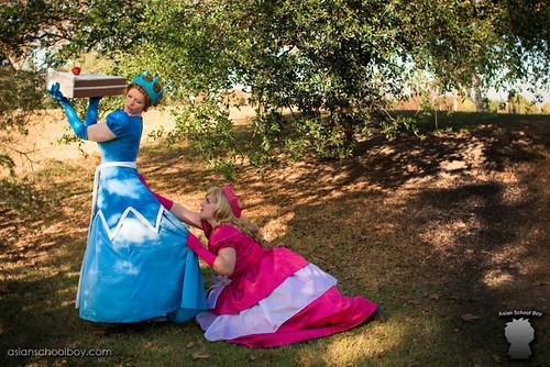Fat Princess cosplay 2 Princesses chase