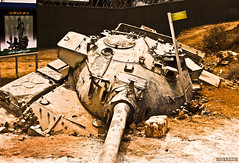 Big Mistake (Fotografy86) Tags: lebanon tank sony cybershot 2006 لبنان h9 southlebanon t54 july2006 تموز israelitank julywar dsch9 حربتموز المستنقعاللبناني الوحلاللبناني
