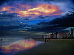 Cu em chamas (kass) Tags: city brazil sky people urban praia brasil fantastic pessoas photographer saopaulo gente sopaulo capital cu longbeach metropolis urbano brasileiro urbanscenes paulista sentiments diamant posie ensaiofotogrfico urbanscenery praiagrande cenaurbana paulistano paulicia jornadafotogrfica fineartphotos sadafotogrfica motions anawesomeshot excellentphotographerawards flickrbr goldstaraward espirits cityofsaopaulo kass