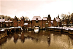 View on Amersfoort (HannyB) Tags: winter snow reflection water canal interestingness gulls 100v10f spui amersfoort koppelpoort 30faves30comments300views