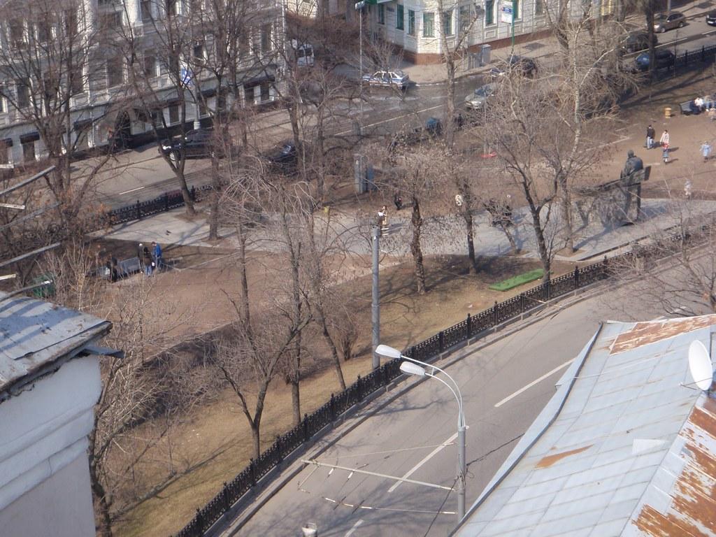 Gogol_na_Sholokhov_monument
