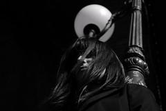 (Sophie Latil) Tags: blackandwhite lanterne vent idea nikon noir ampoule fille blanc ide cheveux d60 tnbreux sowphie