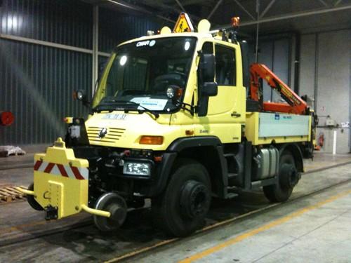 le camion qui tracte les tramways en panne