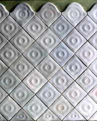 Barcelona - Aribau 105 h 3 (Arnim Schulz) Tags: barcelona espaa building art faence architecture tile liberty spain arquitectura pattern arte mosaic kunst edificio kacheln mosaico catalonia artnouveau gaud architektur catalunya deco espagne btiment gebude muster modernismo catalua spanien modernisme glazed azulejos jugendstil mosaque baldosa mosaik espanya katalonien stilefloreale eixample belleepoque baukunst carreau