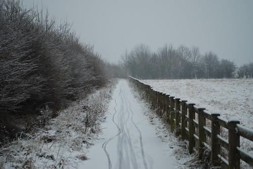 DSC_3930-footpath-snow