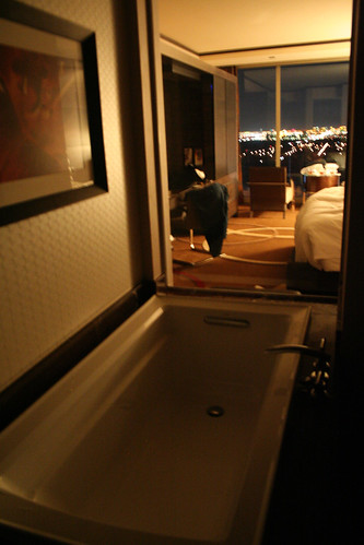 M Resort Room - Bathtub, Night