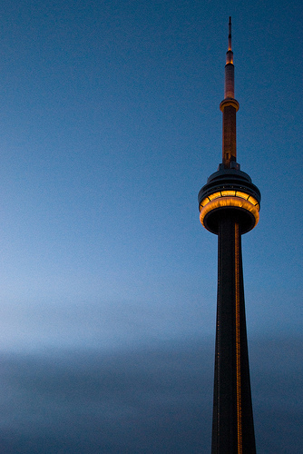 gold-cn-tower