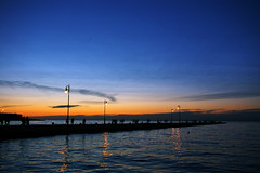 Trieste on my mind... (julie.froo) Tags: italien sunset italy water silhouette clouds reflections italia tramonto nuvole sonnenuntergang dusk wolken dmmerung nuages crpuscule riflessi spiegelung reflets molo trieste coucherdesoleil moloaudace triest crepuscolo trst friuliveneziagiulia