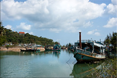 Ban Krud Quiet (Ursula in Aus (Away)) Tags: reflection water thailand boat fishing  prachuapkhirikhan bangsaphan thongchai bankrud  earthasia   khaothongchai