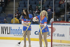 Toronto Maple Leafs @ NY Islanders 3-14-10 (Hazboy) Tags: newyork hot sexy ice sports hockey girl female nhl chica longisland national skate torontomapleleafs pike frau leafs fille league meisje mapleleafs islanders flicka lnh nassaucoliseum  uniondale dziewczyna  newyorkislanders tytt icegirl  icegirls lny  hazboy hazboy1 hasznlatos