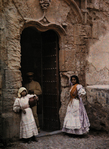 Portada de Toledo en 1924. Image by © Gervais Courtellemont/National Geographic Society/Corbis