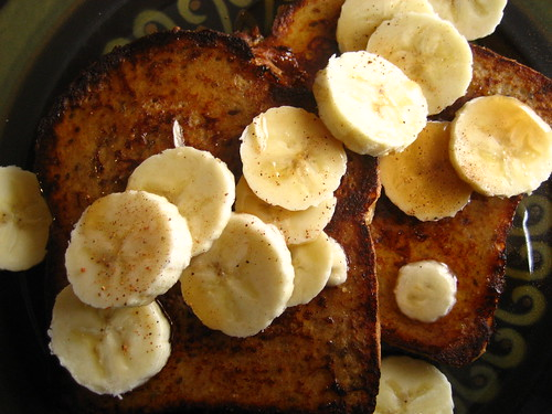 French toast with banana and nutmeg