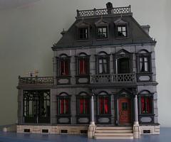 monsterhouse 001 (Kittytoes) Tags: house monster grande mansion 5300 playmobil monsterhouse mezco meziiz