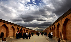 اصفهان سي وسه پل زاينده رو د (Behzad No) Tags: life blue sky persian day iran map no strong shiraz iranian isfahan parseh anawesomeshot nikond90 iranmap iranmapcom behzadno noorifard behzadnoorifard