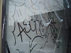 on touche avec els yeux (juanito bananaz) Tags: street door art graffiti montreal doe flop spk handstyle astre geuta